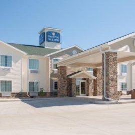 The Cobblestone Inn & Suites